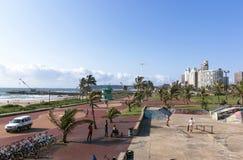 Área del monopatín en la milla de oro frente al mar de Durban Imagenes de archivo