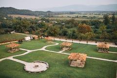 Área del parque delante del hotel área que camina Gazebo en el castillo francés imágenes de archivo libres de regalías