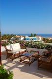 Área do abrandamento da opinião do mar do hotel de luxo imagem de stock royalty free