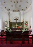 Área do altar na catedral do St Mark de Bangalore. imagens de stock royalty free