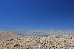 Área do deserto perto de mil conservas dos oásis das palmas no Coachella imagens de stock