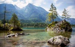 A área do lago Hintersee nos cumes bávaros Imagem de Stock Royalty Free