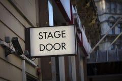 A área do quadrado de Leicester, Londres, Reino Unido, o 7 de fevereiro de 2019, porta de fase assina em Theatreland fotos de stock