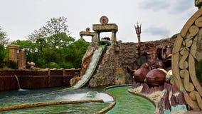 Área do tema dentro do parque de diversões de Gardaland, perto do lago Garda, Itália filme