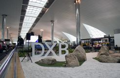 Área do trânsito do aeroporto de Dubai International Foto de Stock Royalty Free