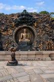 Área escénica de Buda del gigante de Lingshan y x22; abajo monstruos Road& x22; escultura de cobre grande Fotos de archivo