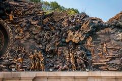 Área escénica de Buda del gigante de Lingshan y x22; abajo monstruos Road& x22; escultura de cobre grande Imagen de archivo