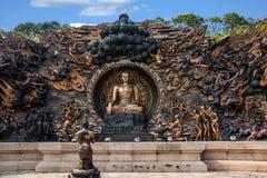 Área escénica de Buda del gigante de Lingshan y x22; abajo monstruos Road& x22; escultura de cobre grande Imagen de archivo libre de regalías