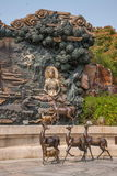 Área escénica de Buda del gigante de Lingshan y x22; abajo monstruos Road& x22; escultura de cobre grande Fotografía de archivo libre de regalías