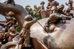 Área escénica de Buda del gigante de Wuxi Lingshan y x22; juego de 100 niños Maitreya& x22; escultura de bronce grande Foto de archivo