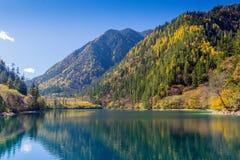 Área escénica e histórica del valle Jiuzhaigou del interés Fotografía de archivo libre de regalías