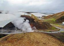 Área geotérmica de Landmannalaugar com seus Hot Springs cozinhando e montanhas coloridas do rhyolite, passeio na montanha de Laug fotos de stock