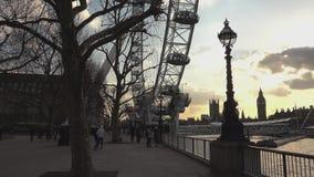 Área hermosa de Southbank en el ojo Londres, Inglaterra de Londres metrajes