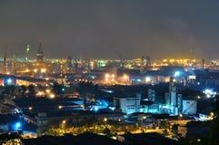 Área industrial cerca de la isla de Jurong por noche Foto de archivo
