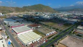 Área industrial de la producción de la fábrica Zona de la industria pesada de la visión aérea almacen de metraje de vídeo