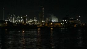 Área industrial na noite filme