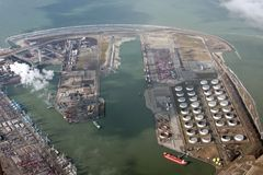 Área industrial no sul dos Países Baixos imagens de stock