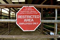 Área interditado em penas dos rebanhos animais imagem de stock
