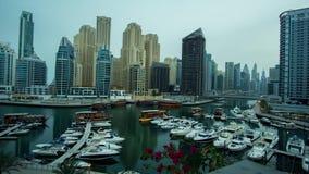 Área lujosa del puerto deportivo de Dubai en el vídeo común de time lapse de la cantidad del amanecer metrajes