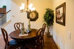 Área pequena comer em uma casa agradável fotografia de stock
