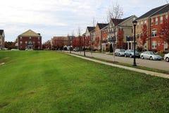 Área que camina del perro en una vecindad residencial Foto de archivo libre de regalías