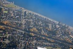 Área residencial del paisaje del océano azul aéreo hermoso del tiro foto de archivo