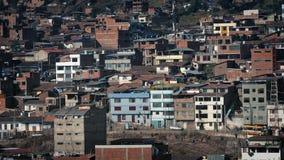 Área residencial en país en vías de desarrollo en Sunny Day almacen de video
