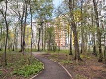Área residencial moderna Primavera Foto de archivo libre de regalías