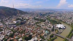 Área residencial na metrópole, apartamentos alugados para turistas, vista aérea vídeos de arquivo