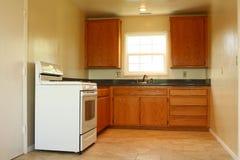 Área simple de la cocina con el rango Fotografía de archivo libre de regalías