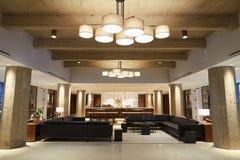 Área vazia em locais de negócio modernos, tiro largo da sala de estar da barra fotos de stock royalty free