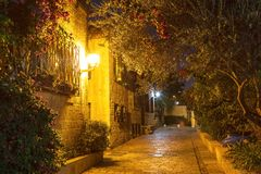 Área velha Mishkenot Shaananim no Jerusalém na noite, Imagem de Stock