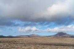 Área vulcânica árida, ilha de Lanzarote, canário, Espanha foto de stock royalty free