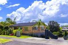 Áreas suburbanas de Auckland, Nova Zelândia imagens de stock royalty free