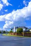 Áreas suburbanas de Auckland, Nova Zelândia fotos de stock royalty free
