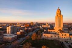 A árvore alaranjada da cor da queda sae do capital de estado Lincoln de Nebraska Imagem de Stock
