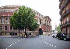 Árvore bonita na frente do salão real de albert no kensingto de Londres imagens de stock royalty free