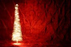 Árvore brilhantemente iluminada imagens de stock