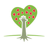 Árvore com mão e corações Foto de Stock Royalty Free