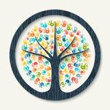 Árvore da cópia da mão da ajuda diversa da equipe da comunidade ilustração do vetor