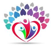 Árvore da união do amor da família em um logotipo da forma do coração Fotos de Stock Royalty Free