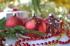 Árvore de abeto com brinquedos do Natal Fotografia de Stock