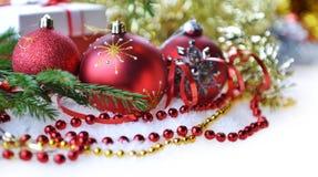 Árvore de abeto com brinquedos do Natal Imagens de Stock