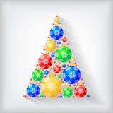 Árvore de abeto decorativa do Natal de bolas multicoloridos Fotografia de Stock
