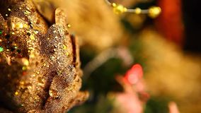 Árvore de abeto do ano novo com luzes ardentes video estoque