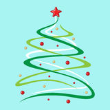 A árvore de abeto do Natal decorou bolas e estrela no fundo azul Fotos de Stock Royalty Free