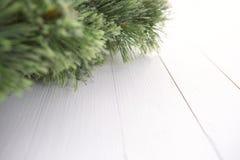 Árvore de abeto do Natal na textura de madeira com fundo natural dos testes padrões Fotos de Stock Royalty Free