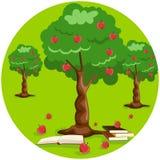 Árvore de Apple com maçãs e a pilha vermelhas de livro na terra Imagens de Stock Royalty Free