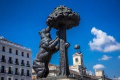 Árvore de morango da estátua do Madri do urso foto de stock
