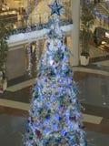 Árvore de Natal azul gigante Fotografia de Stock Royalty Free